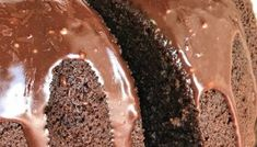 Skinny Chocolate Cake is less than 200 calories per serving! Chocolate cake mix and chocolate Greek yogurt topped with a light & fluffy whipped frosting. Low Calorie Desserts, Ww Desserts, Cheesecake Desserts, Dessert Recipes, Pie Recipes, Breakfast Recipes, Chocolate Cake Mixes, Chocolate Fudge, Chocolate Chip Cookies