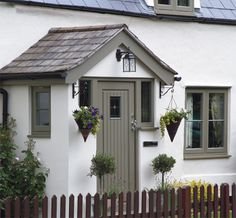 Image from http://www.jackbrunsdon.co.uk/images/doors/traditional-gallery/Jack-Brunsdon-Cottage-Doors-3.jpg.