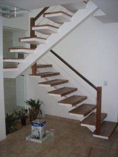Madeira de Demolição - Revestimento de Escadas e Corrimãos - Escadas de Madeira - Revestimento Parcial
