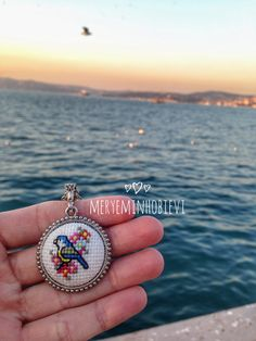 Kuş kanaviçe kolye Tiny Cross Stitch, Cross Stitch Borders, Cross Stitch Embroidery, Embroidery Patterns, Cross Stitch Patterns, Deer Running, Cross Stitch Collection, Button Earrings, Minis
