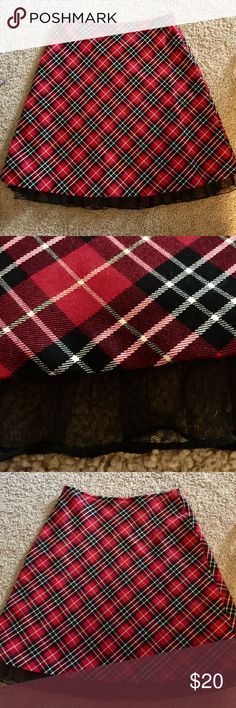 Hanna Anderson Red Plaid Skirt Red tartan print, perfect for the holidays, excellent condition. Lined and with a black ruffle Hanna Andersson Dresses