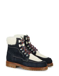 For a contemporary hiker style, look no further than our popular Pioneer boot. Now firmly established as a classic Après Ski style in black suede and pony (cowhide), we introduce this season's update in navy suede complemented by luxurious natural shearling. Jean-style twin-stitching, a hand-stitched top welt and contrast lace give unique detail to this purposeful style.
