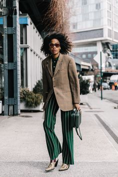 street_style_new_york_fashion_week_febrero_2017_dia_4_57989627_800x