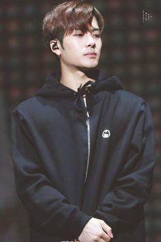 he was waiting for me hihi Got7 Jackson, Jackson Wang, Jaebum, Youngjae, Kim Yugyeom, Mark Tuan, Yesung, Rapper, Park Jinyoung
