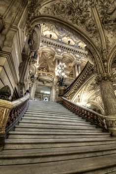 Le Palais Garnier (Paris opera house) - The Grand Staircase Architecture Classique, Architecture Antique, Beautiful Architecture, Beautiful Buildings, Art And Architecture, Beautiful Places, House Beautiful, Grand Staircase, Staircase Design