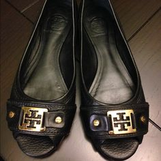BLACK TORY BURCH FLATS! Gently preloved black TORY Burch Flats with gold hardware, in GOOD condition. Slight wear on bottom of shoe as shown. Shoes are size 5.5 and perfect for casual or business attire! NO TRADES NO PP Tory Burch Shoes Flats & Loafers