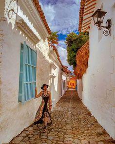 """Fotografía de viajes en Instagram: """"¡Me enamoré! 😍 Me enamoré de estas calles antiguas y coloridas. Honda es más que un municipio de paso con muchos puentes 🌉 que conectan…"""" Honda, Instagram, Travel Photography, Bridges, Colombia, Fotografia"""