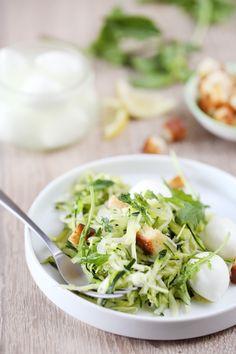Salade de courgettes crues à la mozzarella et à la menthe Potato Salad, Cooking, Ethnic Recipes, Table, Food, Mint, Eggplant, Meal, Cooking Food