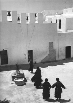 alfiusdebux: by Dimitris Harisiadis Santorini, Greece, 1949 Greece Photography, History Of Photography, Street Photography, Landscape Photography, Santorini Island, Santorini Greece, Athens Greece, Albania, Bulgaria