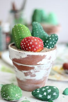 Craftberry Bush: Cactus made of painted rocks - a children's craft