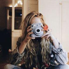 Camera Polaroid - Shooting Great Photos Is Simply A Few Tips Away Photo Polaroid, Polaroid Pictures, Polaroids, Polaroid Cameras, Instax Camera, Fujifilm Instax, Tv Girls, Kids Girls, Foto Casual
