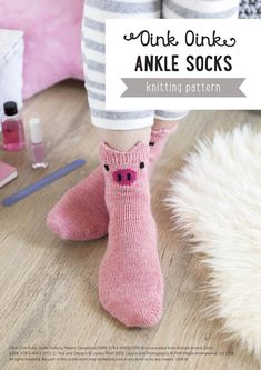 The Fun Animal Socks Free Knitting Pattern is easy to work up. The instructions are very clear on how to do each step. Vintage Knitting, Knitting Socks, Free Knitting, Knitting Machine, Knitting Needles, Crochet Socks, Knitted Slippers, Crochet Granny, Sock Animals