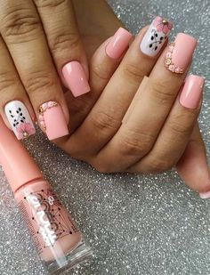 Stylish Pink Nail Designs & Images for Ladies in 2019 Nail Art Designs, Flower Nail Designs, Nail Designs Spring, Pink Ombre Nails, Pink Nail Art, Nail Art Halloween, American Nails, Nagellack Trends, Flower Nails