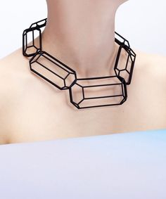 Black 3D printed jewel necklace #gifts #design, so it's amazing to see there are no joint between each parts....printing is possible for all idea!