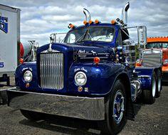 B model Mack . What a beautiful truck! Old Mack Trucks, Old Pickup Trucks, Big Rig Trucks, Semi Trucks, Cool Trucks, Antique Trucks, Vintage Trucks, Mack Attack, Train Truck