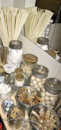 ART space: have free materials arranged by color? Art studio materials - Playfully Inspired: A Journey Through Early Learning ≈≈ Play Based Learning, Learning Spaces, Early Learning, Reggio Inspired Classrooms, Reggio Classroom, Reggio Children, Reggio Emilia Approach, Creative Area, Art Area