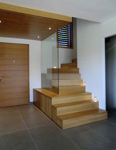 Escalier design Linea, avec marches et contremarches bois Ascenso - staircase Escalier Design, Archi Design, Exterior Design, Interior And Exterior, Hall Design, Staircase Design, Stairways, New Homes, House Design