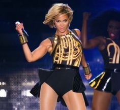 Beyonce's ever changing hair at the V Festival in England