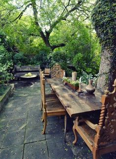 dining el fresco--This would be more  practical for the mountains where I live.  Rustic, yet elegant!
