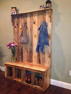 Mudroom coat rack bench ideas for diy your own pallet hall tree or pallet wood entryway bench Entryway Bench Storage, Pallet Storage, Entry Bench, Storage Ideas, Coat Storage, Extra Storage, Entryway Bench Rustic, Wooden Bench With Storage, Hall Tree Bench