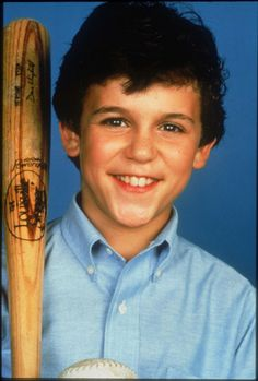 Kevin Arnold (Fred Savage) in The Wonder Years Kevin Arnold, Top Tv Shows, Best Tv Shows, Favorite Tv Shows, Best Series, Tv Series, Fred Savage, Rider Strong, 1980s