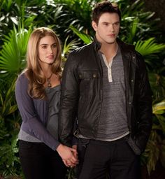 Rosalie Hale Emmett Cullen in the Twilight Saga. Nikki Read and Kellan lutz make a really cute couple! (Even if it was just for the movies! Die Twilight Saga, Twilight Breaking Dawn, Breaking Dawn Part 2, Twilight New Moon, Twilight Series, Twilight Movie, Twilight Poster, Rosalie Twilight, Vampire Twilight