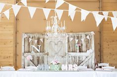 42 Stunning and Romantic Wedding Head Table Backdrop Ideas Will Inspire You Vintage Wedding Backdrop, Rustic Wedding Backdrops, Barn Wedding Decorations, Wedding Ceremony Backdrop, Wedding Vintage, Head Table Wedding, Wedding Table Flowers, Head Table Backdrop, Backdrop Ideas