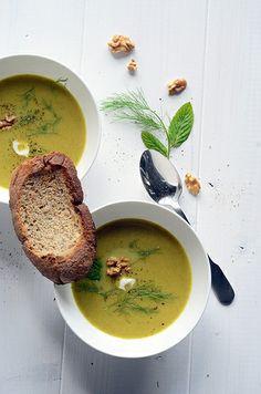 Leek, fennel & walnut soup
