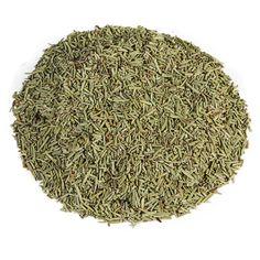 ROZEMARIJN   Deze 100% pure rozemarijn thee van topkwaliteit heeft een smaak welke tussen tijm en basilicum balanceert. Met name in de Franse en Italiaanse keuken is het een gewenst product in diverse kruidenmengsels. Gelukkig is het ook gewoon een lekkere losse thee met een zachte kruidensmaak om tot je te nemen. Ook is het goed voor vermoeidheid en spijsverteringsklachten als verstopping. Niet gebruiken tijdens de zwangerschap!  