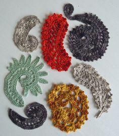 Freeform Crochet. Mijn eigen brouwsels: paisleys en krullen. Oneindig veel varianten mogelijk! Een aantal vormen samen zijn te combineren tot een sjaal of kledingstuk. Geen patroon nodig, gewoon een beetje aanklooien.