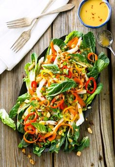 Easy, Fresh Bok Choy Salad Recipe with Asian Ginger Salad Dressing is super healthy and perfect spring/summer eats! Summer Salad Recipes, Healthy Salad Recipes, Summer Salads, Vegetarian Recipes, Cooking Recipes, Veggie Recipes, Vegan Vegetarian, Salade De Bok Choy, Bok Choy Salad