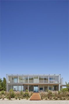 The Bay House - Sag Harbor, United States - 2012 - Roger Ferris + Partners Space Architecture, Residential Architecture, Beach Cottages, Beach Houses, Beach Design, Waterfront Homes, Indoor Outdoor Living, Going Home, Sag Harbor