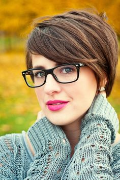 grey et al :: keeping it real.  short hairstyle.  bold lip.  ray-ban glasses.