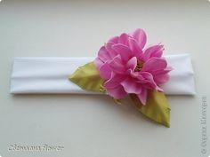 Украшение Моделирование конструирование Повязка для девочки с цветком из фоамирана Ткань Фоамиран фом фото 1