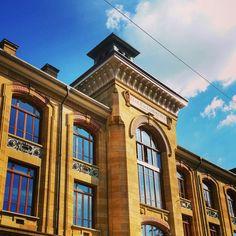 École de commerce, Neuchâtel #architecture Mansions, Architecture, House Styles, Home Decor, Business School, Arquitetura, Decoration Home, Room Decor, Fancy Houses