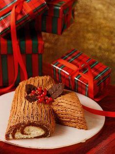 Κορμός χριστουγέννων #κορμός Greek Christmas, Christmas Baking, Christmas And New Year, Greek Recipes, Food To Make, Food And Drink, Basket, Gift Wrapping, Sweets