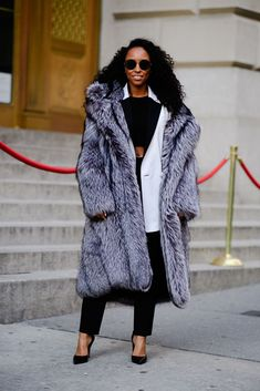 The Best in Street Style from New York Fashion Week Fall 2018 — FashionFiles New York Fashion Week Street Style, Latest Street Fashion, Autumn Street Style, Fashion 101, Fur Fashion, Street Style Looks, Street Style Women, Sweet Fashion, Winter Style