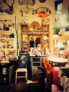 Vintage fabulous  #Inside #Find #Vintage #TempleBar #Cowslane #Dublin#Find #Vintage #Ireland #Vintage #Vintagehomewares #market #Vintagefinds #Vintagehunting #Picker #Independentshop #Original #Irishcraft #recycle #redo #transformation #upcycle #paint #renovate #anniesloanchalkpaint™