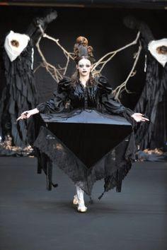 Alice Auaa y su moda gótica