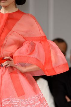 View all the detailed photos of the Christian Dior haute couture spring 2012 showing at Paris fashion week. Read the article to see the full gallery. Dior Fashion, Fashion Week, Couture Fashion, Runway Fashion, Fashion Models, Womens Fashion, Style Fashion, Dior Haute Couture, Couture Details