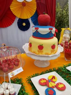 Cake at a Snow White Party #snowwhite #partycake