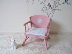 Chaise enfant , chaise-pot, vintage, relookée ,rose  , assise Liberty Betsy vert céladon  , child chair de la boutique atelierdelachoisille sur Etsy