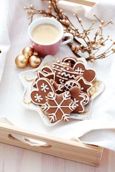 gingerbread cookies/pattern for cinnamon ornaments.