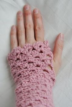 crochet hand warmers... Would love to have these in purple... <3