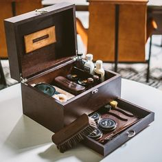 Limited Edition Complete Shoeshine Kit by @TheLuxer inspired by the traditional art of shoe shining, a perfect Father's Day gift idea!