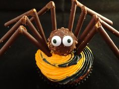 Decorating Cupcakes with yoyomax12 #122:  Halloween Spider