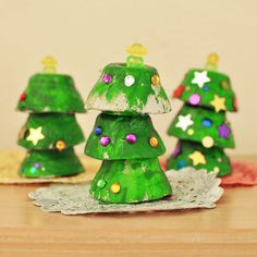Egg Cup Christmas Trees: The is a fantastic Christmas project to do with toddlers and preschoolers.  Egg cups are painted and stacked to make Christmas Trees which are then decorated with spangles and gems.  The finished trees will take pride of place on any mantlepiece.  This and more great kids Christmas Craft projects at broogly.com