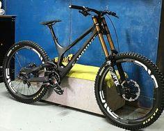 Downhill Bike, Mtb Bike, Mountian Bike, World Of Sports, Car Wheels, Road Bikes, Bike Design, Mountain Biking, Sport Bikes