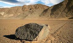 #LugaresCuriosos: Vale da Morte ↪ Por @CuriosityNowCN. Um lugar que apresenta temperaturas altas. Um deserto com pedras que deixam rastros como se andassem. Você conhece o Vale da Morte, nos EUA? http://www.curiosocia.com/2015/06/lugarescuriosos-vale-da-morte.html