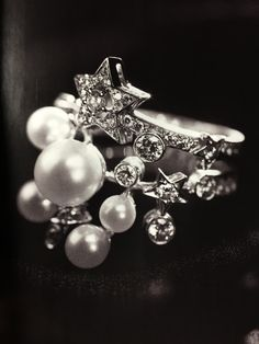 Comete ring by Chanel in white gold with cultured pearls and diamonds